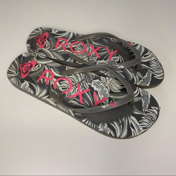 Roxy ladies flip flops. Size 8/9. Gently used.